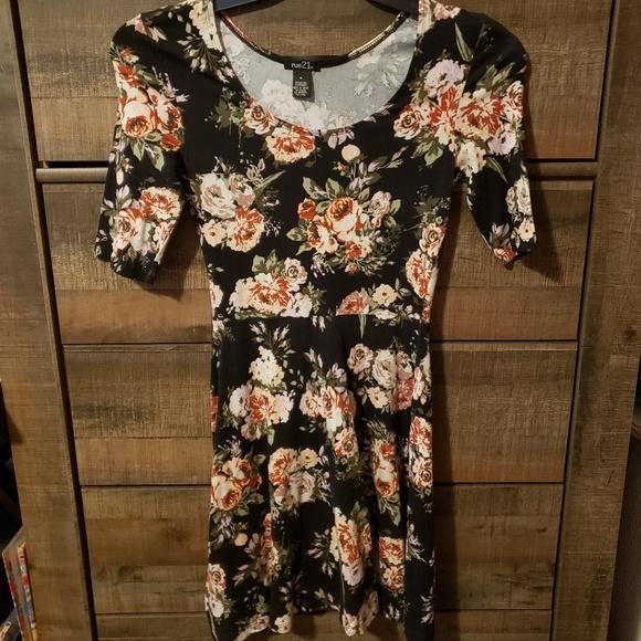 Rue21 Dresses & Skirts - Rue21 Small Flower Dress.